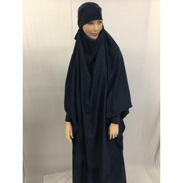 Jilbab avec la jupe en jean